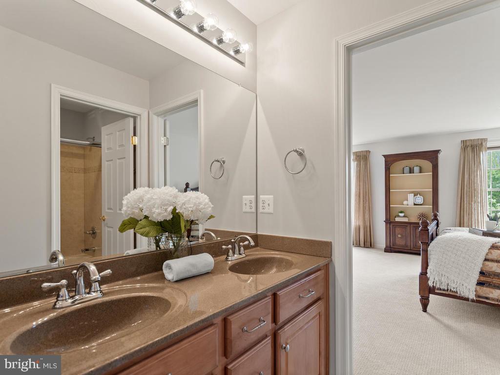 Upper Level Jack and Jill Full Bathroom - 114 WHEELER LN, FREDERICK