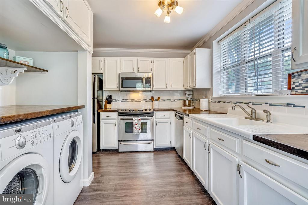 Gorgeous updated and open kitchen - 16209 TACONIC CIR, DUMFRIES