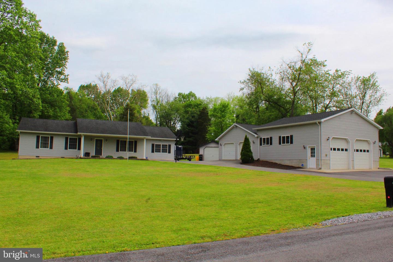 Single Family Homes pour l Vente à Falling Waters, Virginie-Occidentale 25419 États-Unis