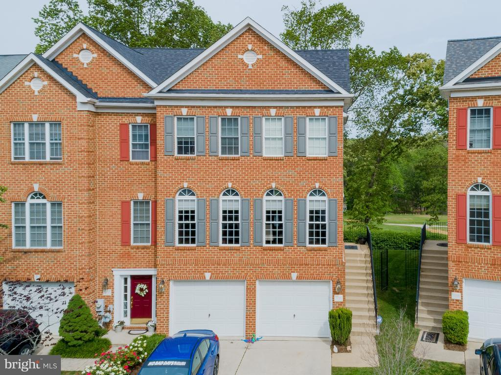 3 story end unit home backing to golf course - 606 ANDREW HILL RD, ARNOLD