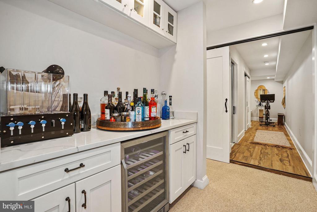 Lower Level - Bar with Wine Fridge - 524 1ST SE, WASHINGTON