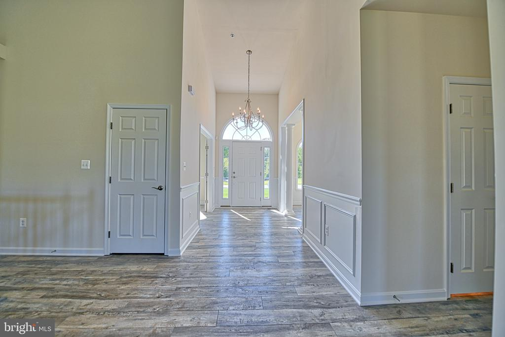 The foyer - Bright and Lovely - 11202 KING GALLAHAN CT, CLINTON