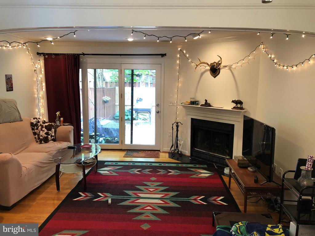 Living Room with wood burning fireplace - 8 S CHERRY GROVE AVE, ANNAPOLIS