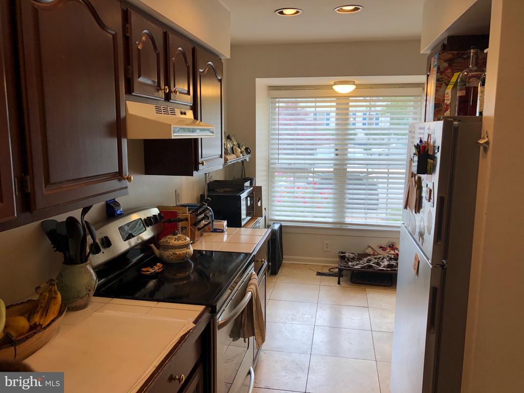 Kitchen - 8 S CHERRY GROVE AVE, ANNAPOLIS