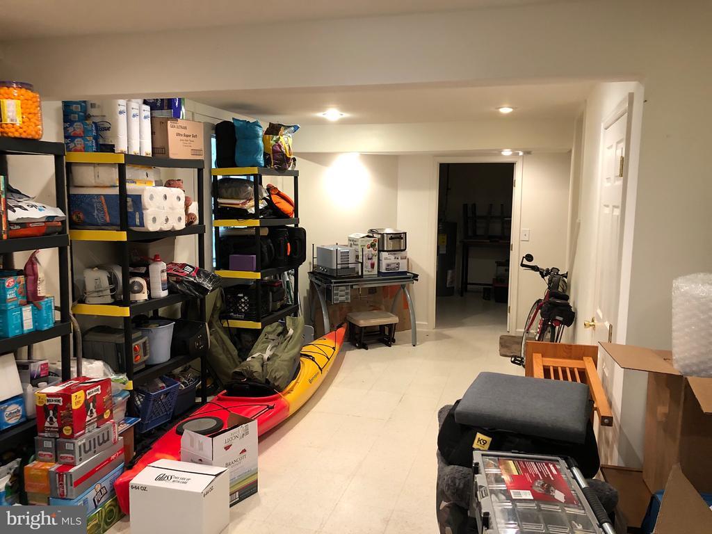 Versatile finished basement - 8 S CHERRY GROVE AVE, ANNAPOLIS