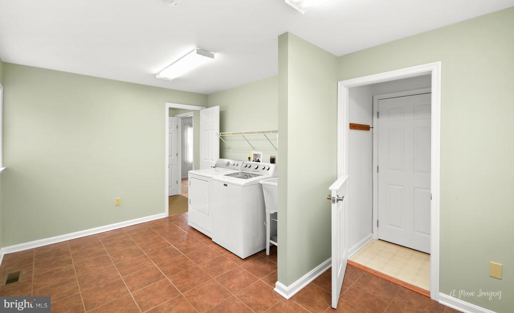 LARGE Mud Room - 103 S ADAMS ST, WOODSBORO