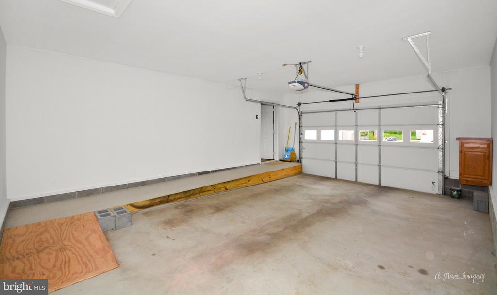 Oversized garage with ramp - 103 S ADAMS ST, WOODSBORO