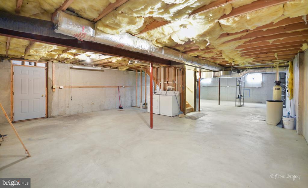 HUGE unfinished basement second washer/dryer - 103 S ADAMS ST, WOODSBORO