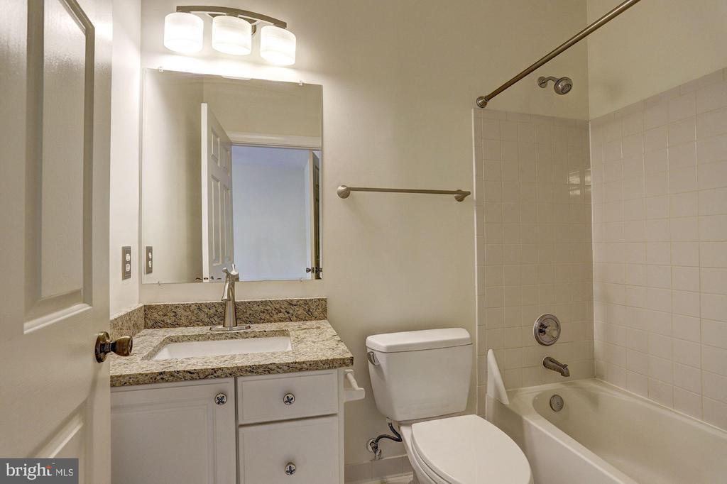 En Suite Bath - 6115 HOLLY RIDGE CT, COLUMBIA