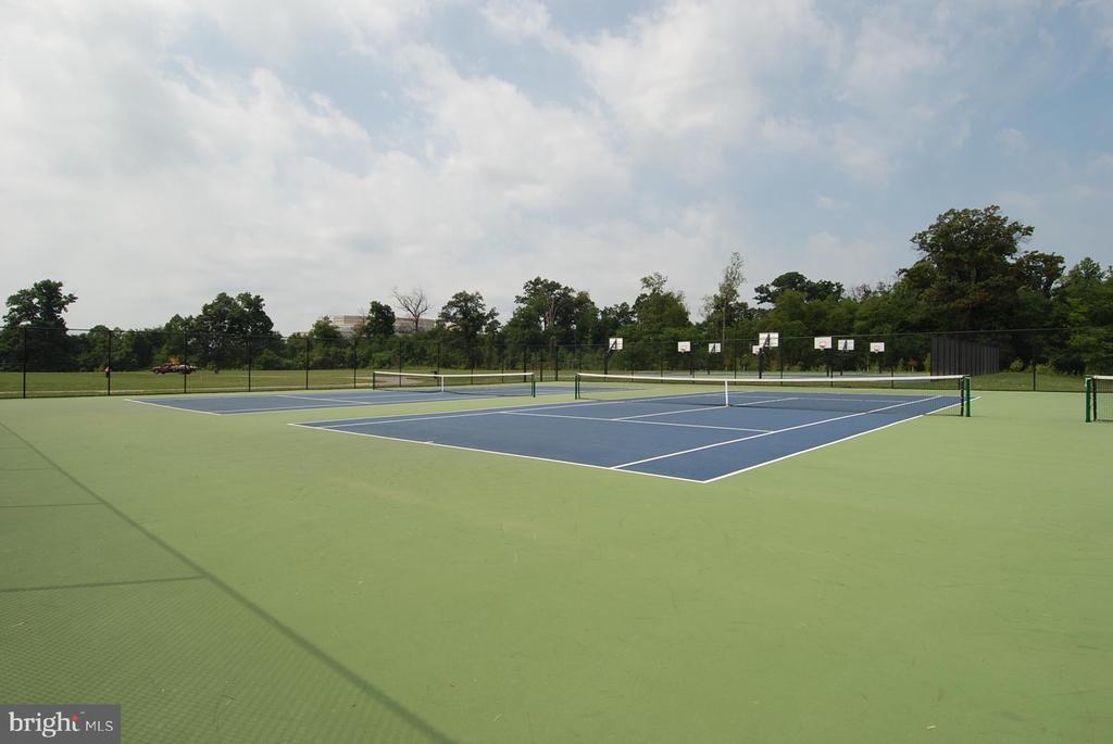 King Farm tennis courts - 206 WATKINS CIR, ROCKVILLE