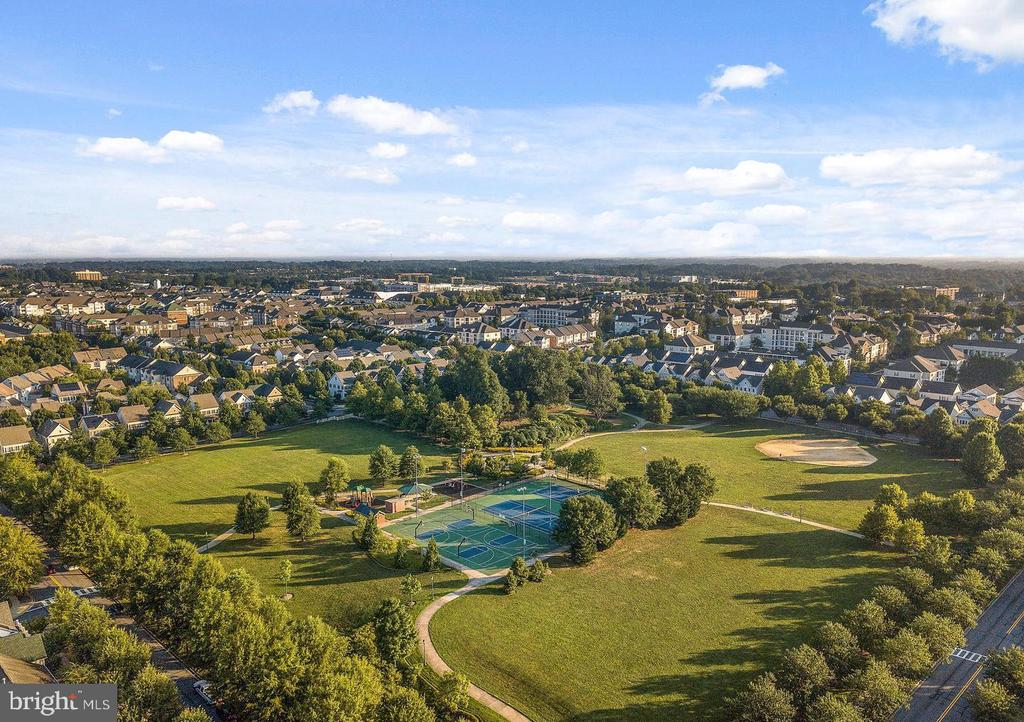 King Farm parks and fields - 206 WATKINS CIR, ROCKVILLE