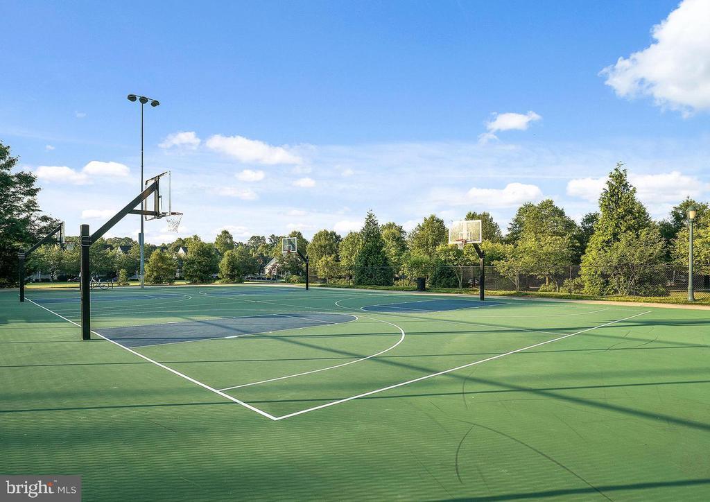 King Farm basketball courts - 206 WATKINS CIR, ROCKVILLE