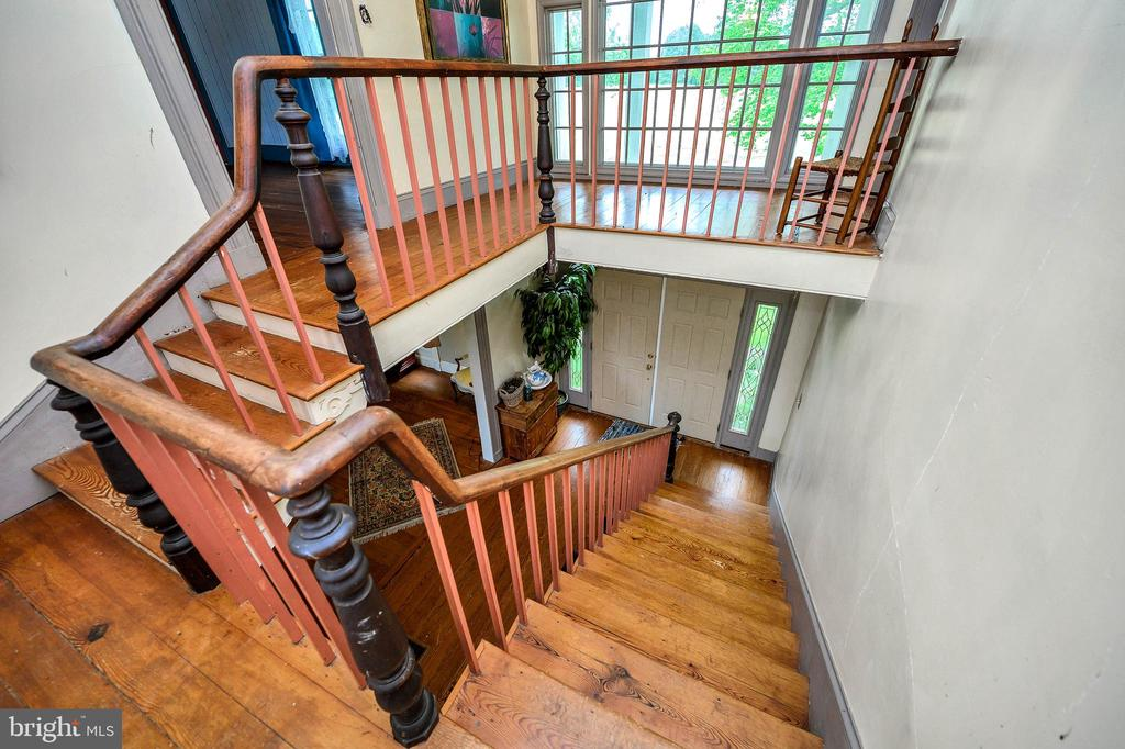 An amazing  stairway with so much charm - 16253 MARQUIS RD, ORANGE