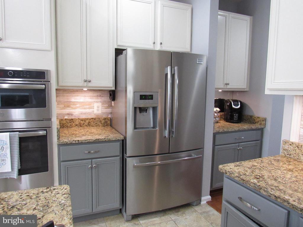 1st floor: recently updated s/s refrigerator - 27 CAPE COD, MARTINSBURG