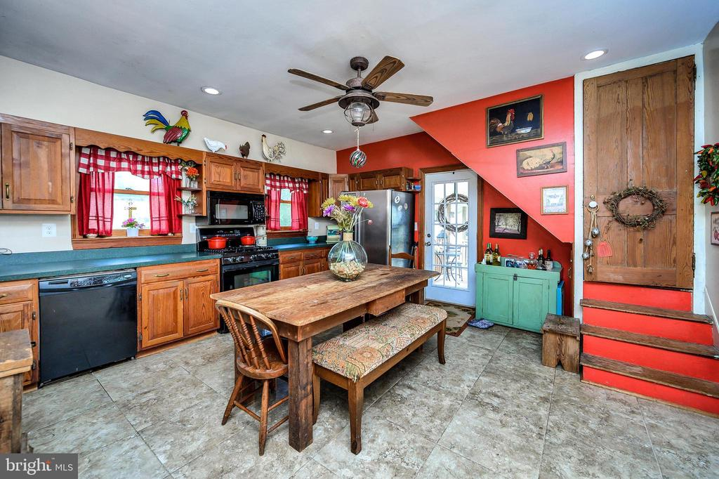 Eat in kitchen with new appliances. - 16253 MARQUIS RD, ORANGE