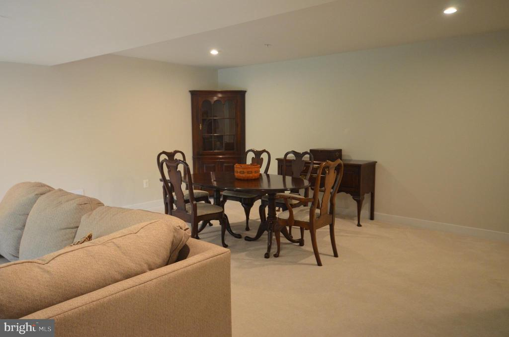 Tons of entertaining space. - 9687 AMELIA CT, NEW MARKET