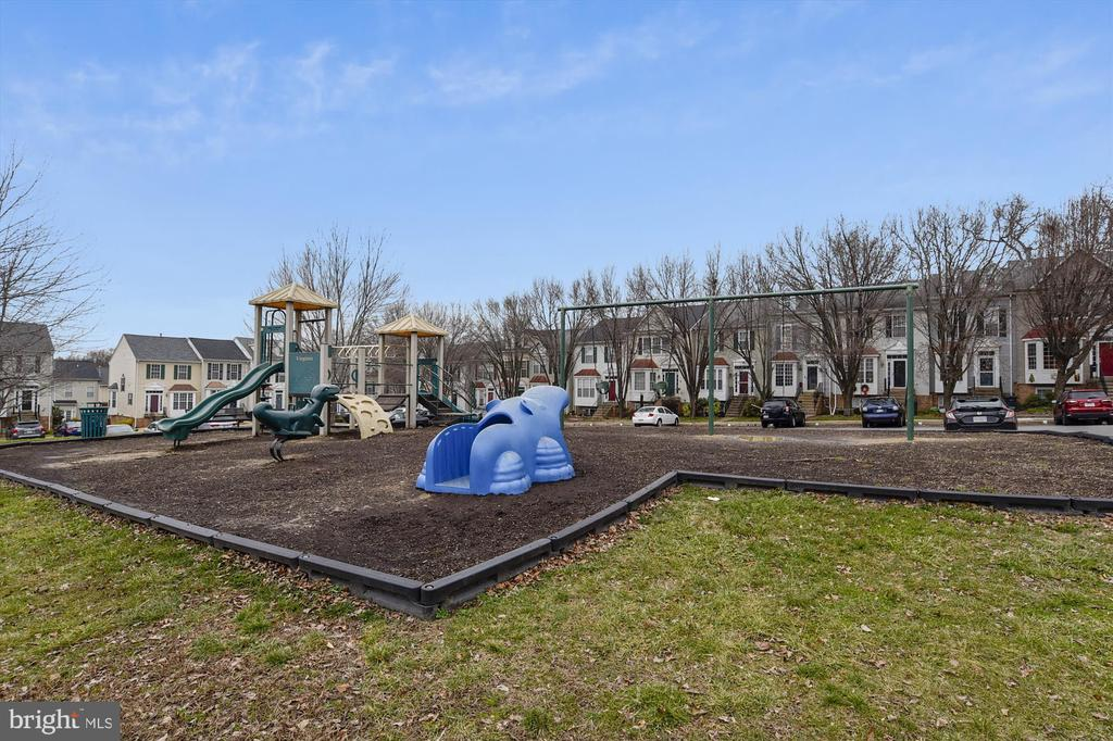 Playground - 16209 TACONIC CIR, DUMFRIES