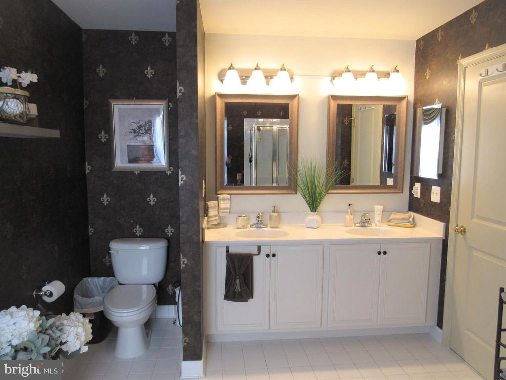 2nd floor: master bathroom with double sinks - 27 CAPE COD, MARTINSBURG