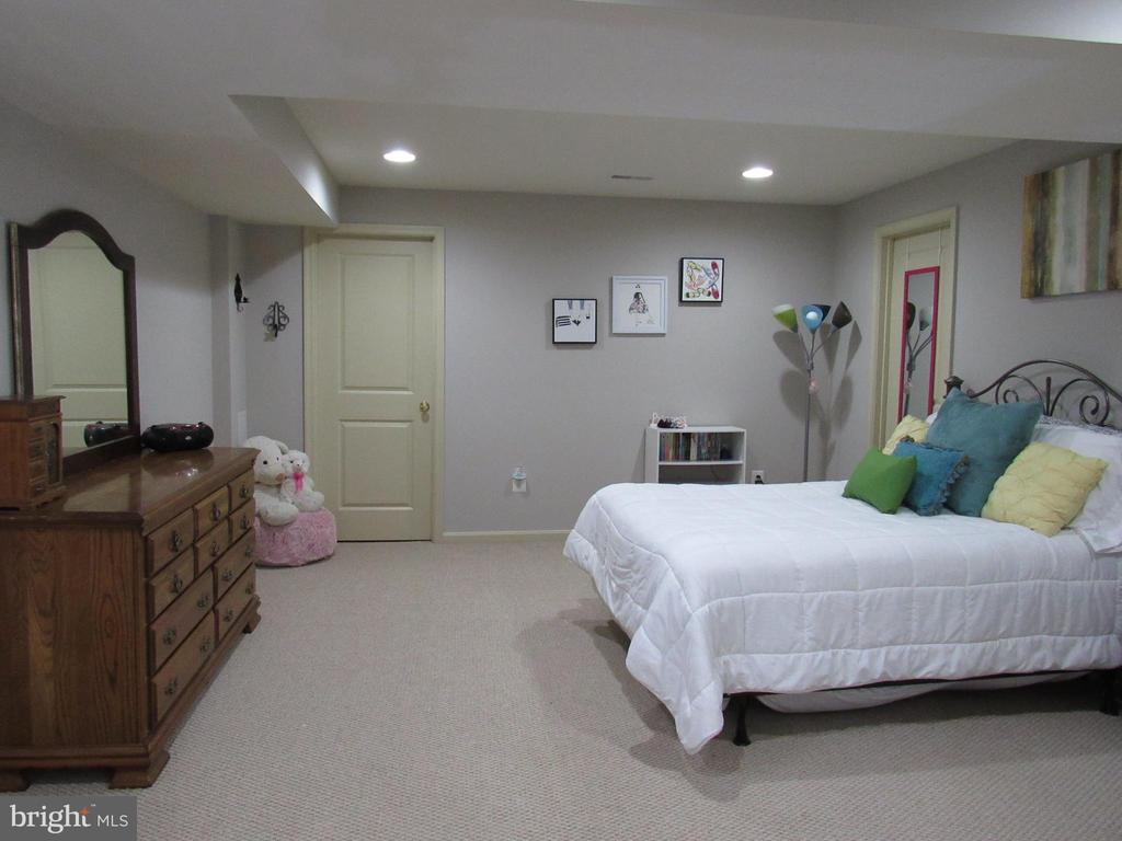 Basement: bedroom 5  small window & walkin closet - 27 CAPE COD, MARTINSBURG