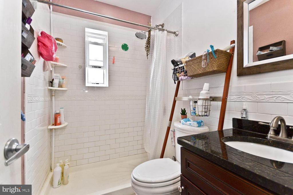 Bathroom - 2504 22ND ST NE #6, WASHINGTON