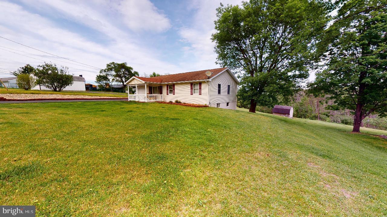 Single Family Homes para Venda às Fort Ashby, West Virginia 26719 Estados Unidos