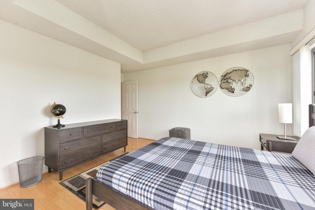 Bedroom #2 includes Sunfilled Windows - 3800 POWELL LN #PH 30, FALLS CHURCH