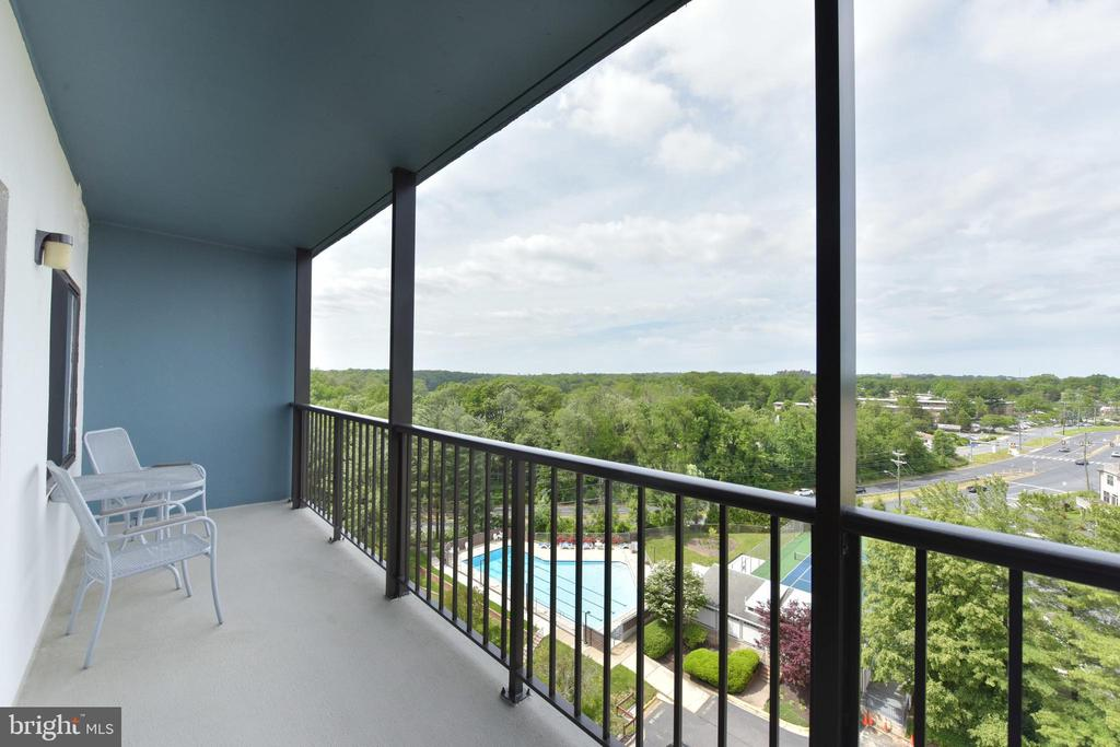 Extended Outdoor Balcony perfect for Entertaining! - 3800 POWELL LN #PH 30, FALLS CHURCH