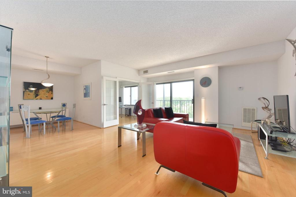 Sliding Doors frm Living Room Opens Out to Balcony - 3800 POWELL LN #PH 30, FALLS CHURCH