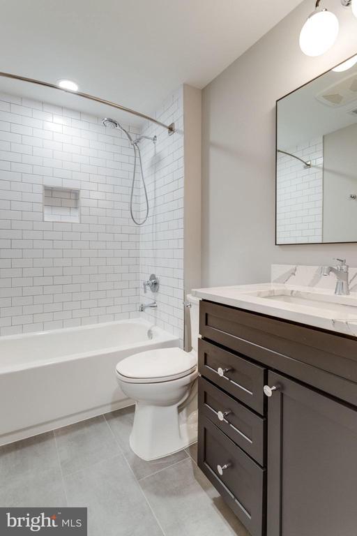 Secondary Bathroom - 223 BATTLE ST SW, VIENNA