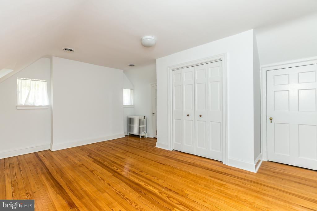 5TH BEDROOM HAS WALL OF CLOSETS - 1009 WINDING WAY, BALTIMORE