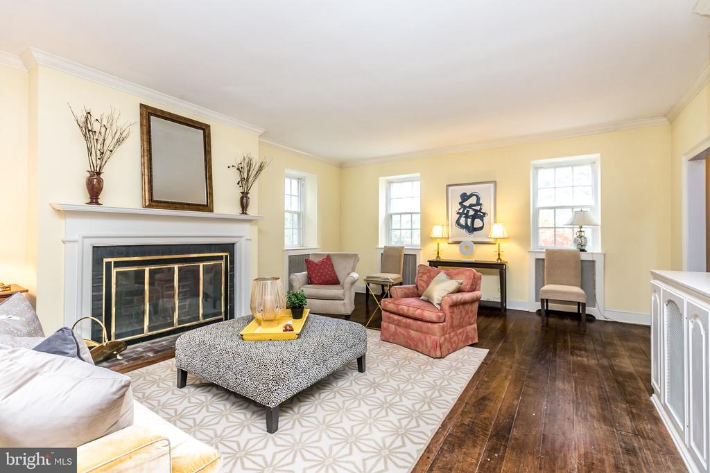 LIVING RM W/WOOD BURNING FIREPLACE - 1009 WINDING WAY, BALTIMORE