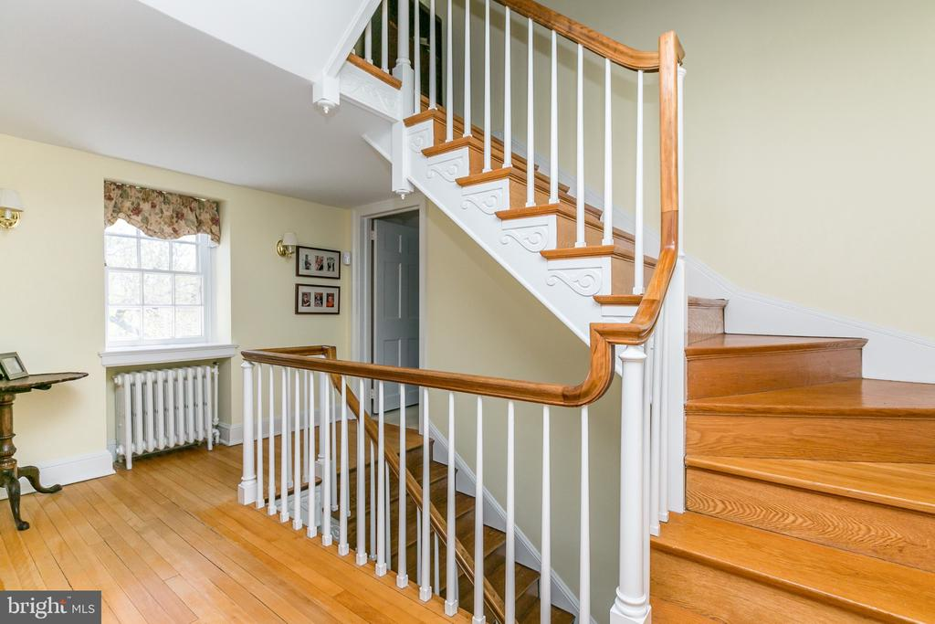 WONDERFUL OPEN STAIRCASE FROM 3RD FLOOR TO LL - 1009 WINDING WAY, BALTIMORE