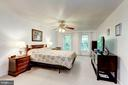 Spacious UL neutral master bedroom with WIC - 11329 CLASSICAL LN, SILVER SPRING