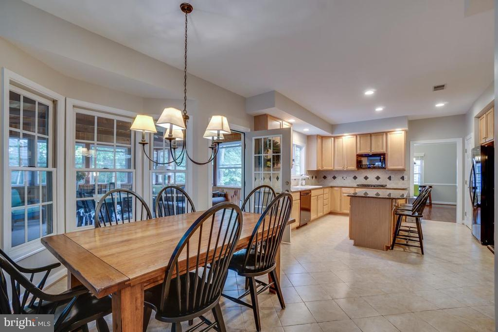 Kitchen Dinning For The Family - 43671 MINK MEADOWS ST, CHANTILLY