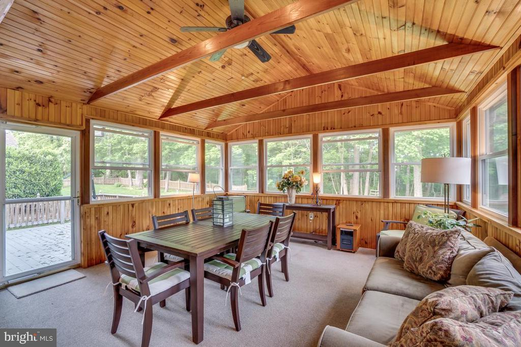 Sunroom Leading Into Screened Porch With Windows - 43671 MINK MEADOWS ST, CHANTILLY