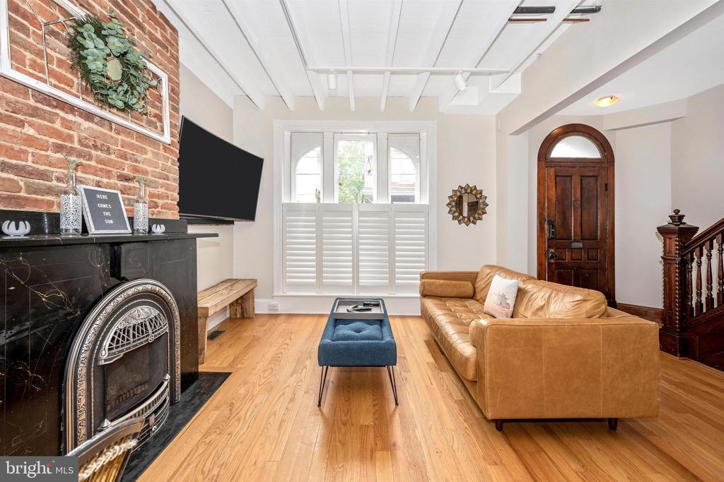 Living Room with exposed brick & gas fireplace - 18 N WISNER ST, FREDERICK
