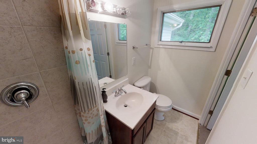 Second Bed  Bath inside.. ( 2nd master room ) - 28 NOVAK DR, STAFFORD
