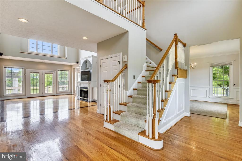 Soaring ceilings, open and traditional floor plan - 2040 SALEM CHURCH RD, STEPHENS CITY