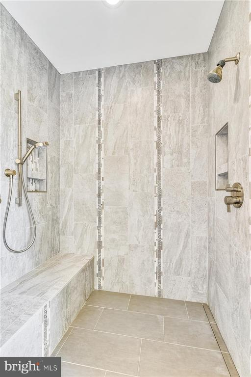 Bench in shower is heated....... - 2040 SALEM CHURCH RD, STEPHENS CITY