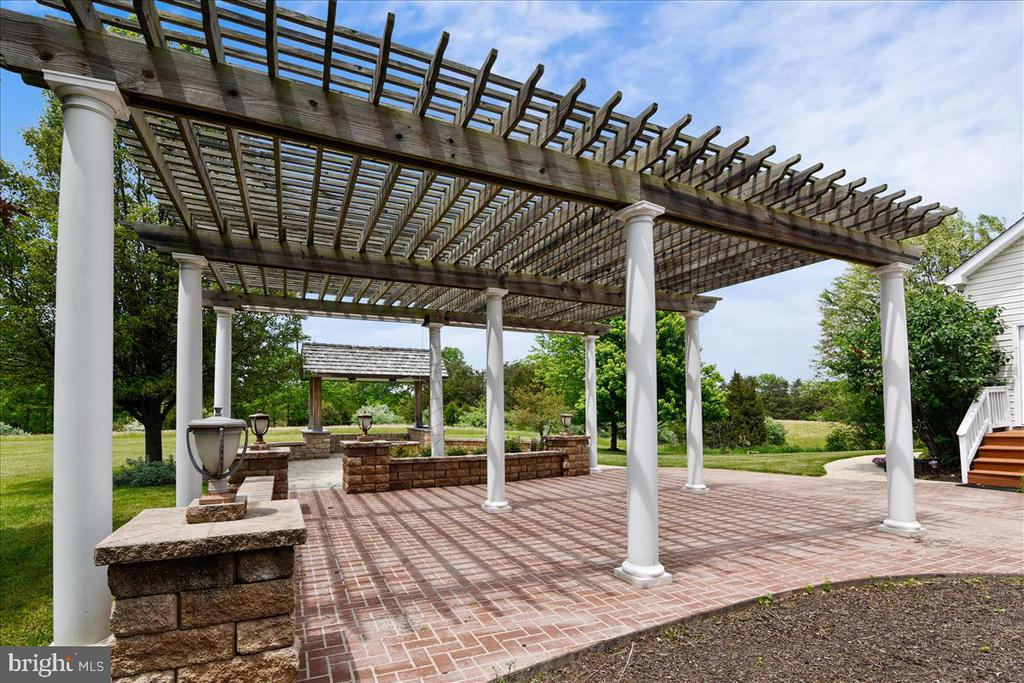 Large outdoor space designed  for gatherings - 2040 SALEM CHURCH RD, STEPHENS CITY