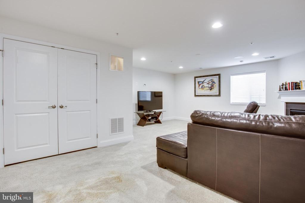 Basement family room w/recessed lighting - 4846 HITESHOW DR, FREDERICK