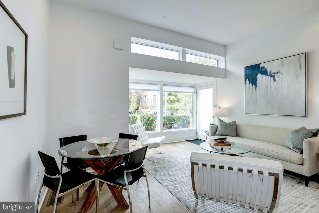 Large windows bring in lots of light - 1106 T ST NW, WASHINGTON