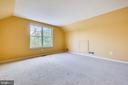 Au-pair or teen bedroom suite above the garage - 206 WATKINS CIR, ROCKVILLE