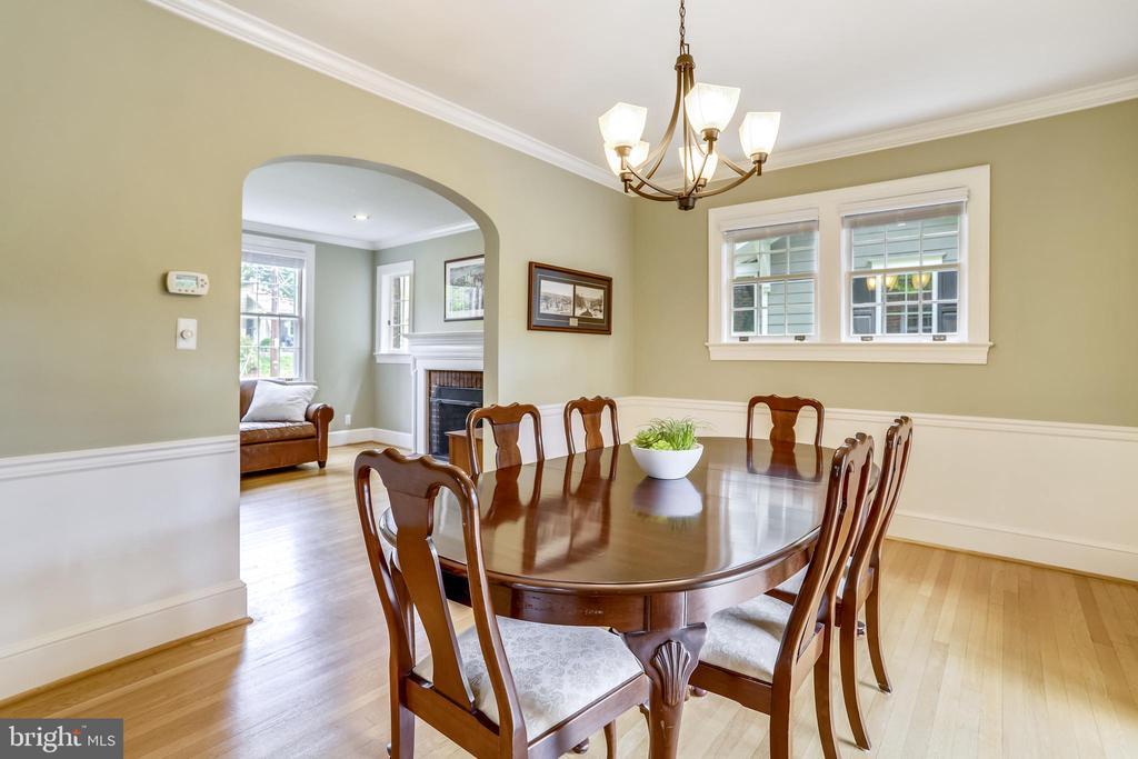 Love the archways and charming original windows! - 4924 BUTTERWORTH PL NW, WASHINGTON