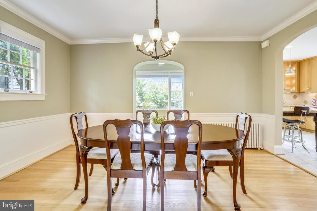 Plenty of room to expand for holiday meals - 4924 BUTTERWORTH PL NW, WASHINGTON