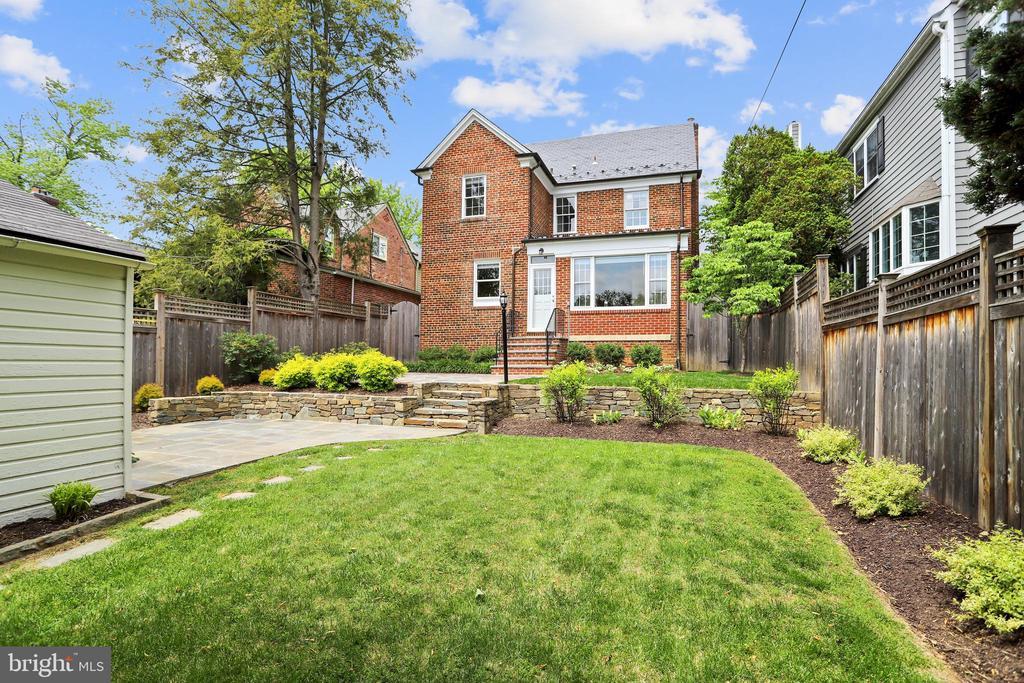 Just enough open, flat yard is low maintenance - 4924 BUTTERWORTH PL NW, WASHINGTON