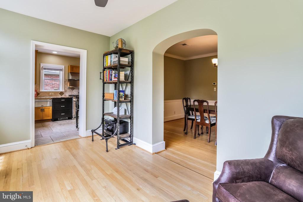 Sunroom makes a great study and relaxing space - 4924 BUTTERWORTH PL NW, WASHINGTON