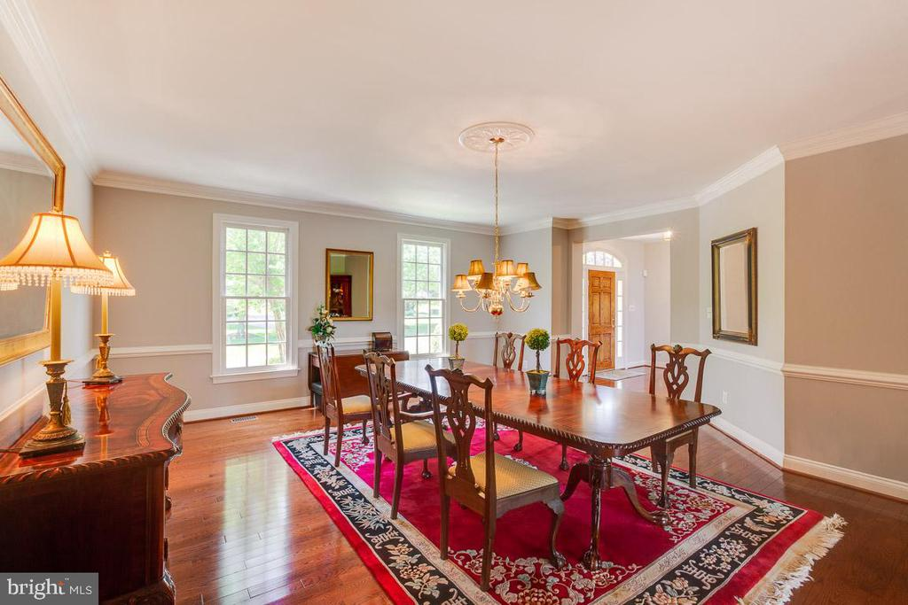 Perfect for entertaining - 17072 SILVER CHARM PL, LEESBURG