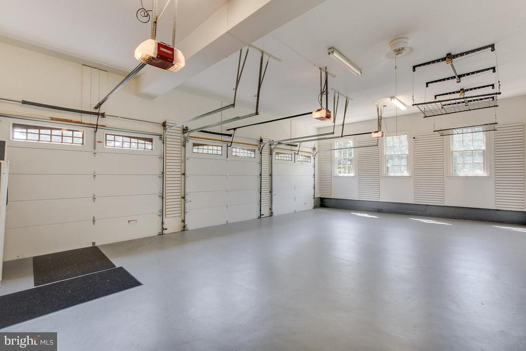 Three car garage with custom shelving units - 17072 SILVER CHARM PL, LEESBURG