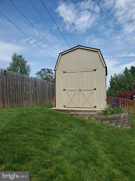 Back yard shed - 7033 ALLINGTON MANOR CIR E, FREDERICK